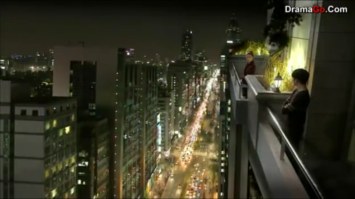 Cheon Song Yi and Do Min Joon in the balcony.