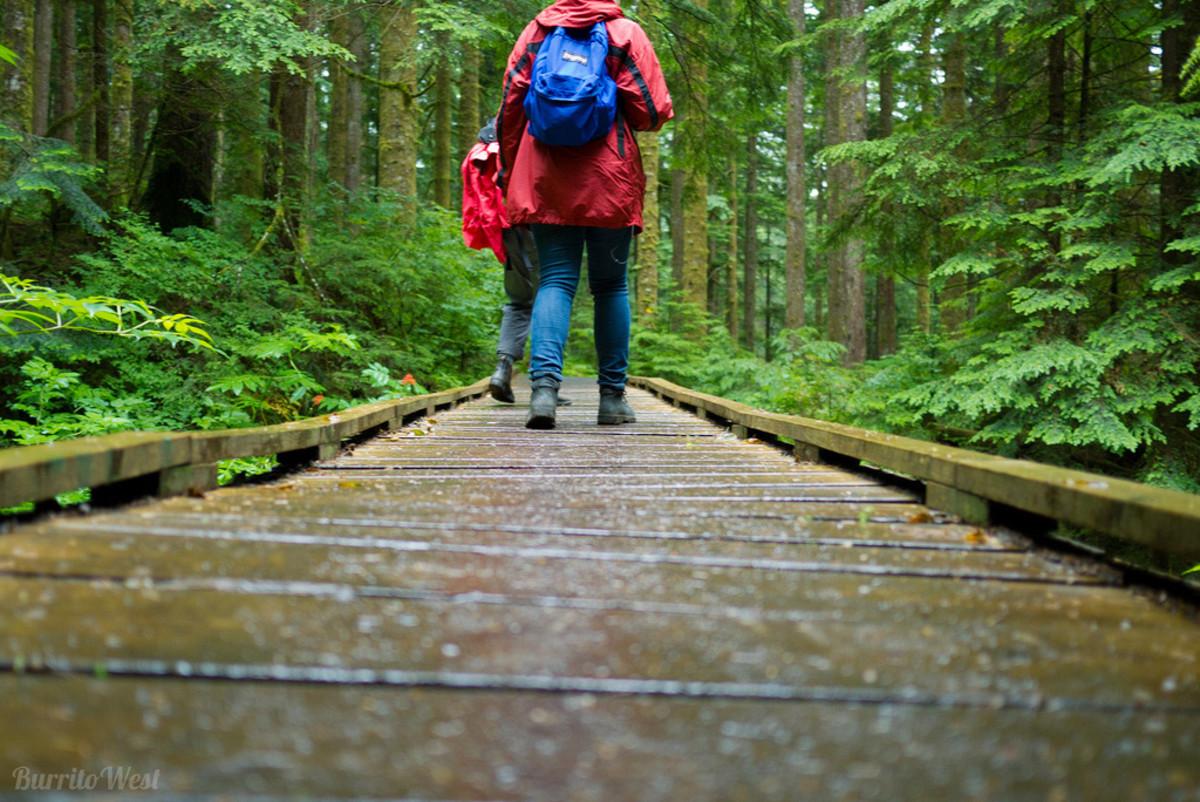 Good Lightweight Rain Gear For Hiking & Backpaking: 5 Reviews