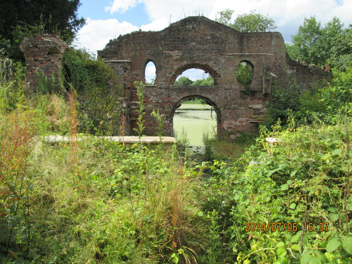 A front view of the grotto, the folly by the lake - this featured in a later scene in the film 'The Big Sleep' with Robert Mitchum, James Stewart,  Edward Fox, Sarah Miles etc