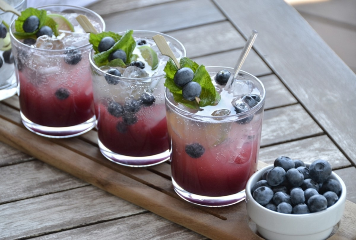 Blueberry Mojitos = Irresistible (Link to recipe below!)