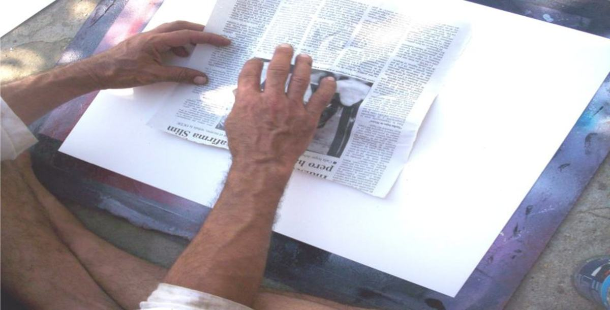 How to apply the newspaper to the spray paint layers