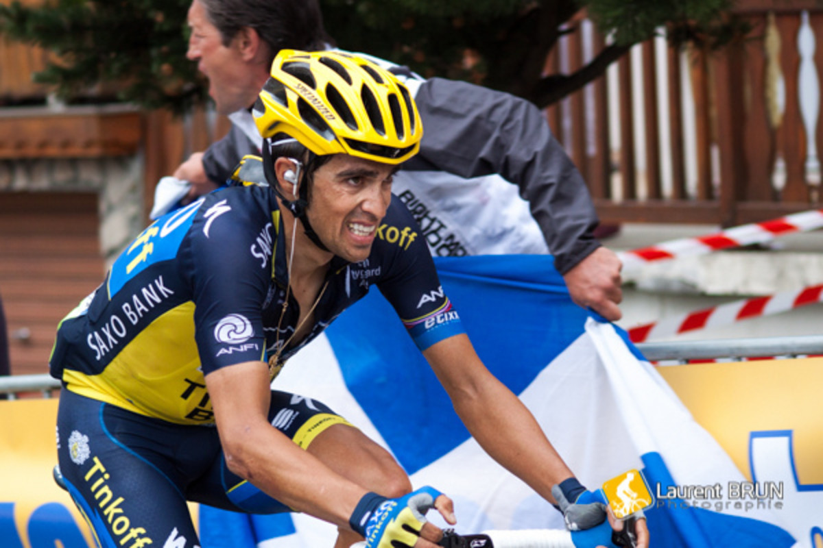Alberto Contador using the B&O Beoplay earset 3i for Team Saxo- Tinkoff