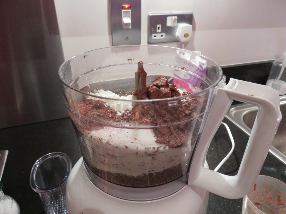 Add all the DIY homemade hot chocolate ingredients into the food processor and blend.