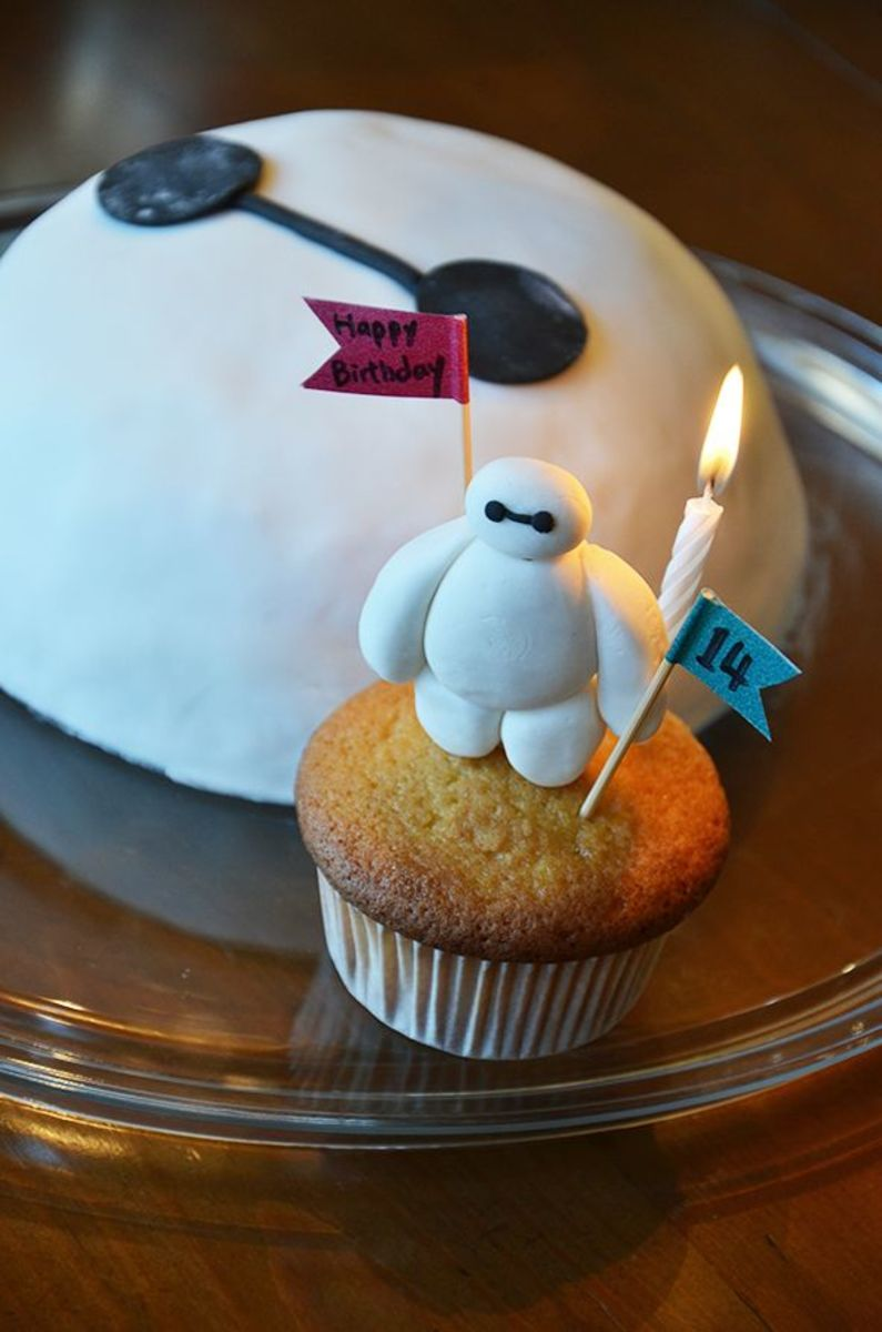 Baymax Birthday Cake and Cupcake Combo