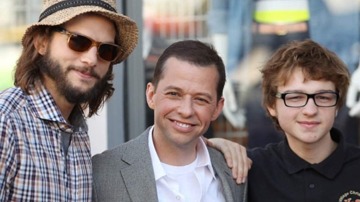 (From left), Ashton Kutcher, Jon Cryer, and Angus T. Jones