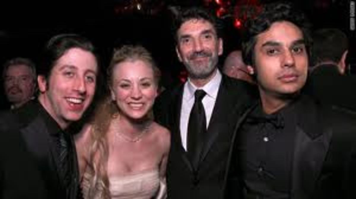 "Lorre with cast of ""Big Bang Theory"""