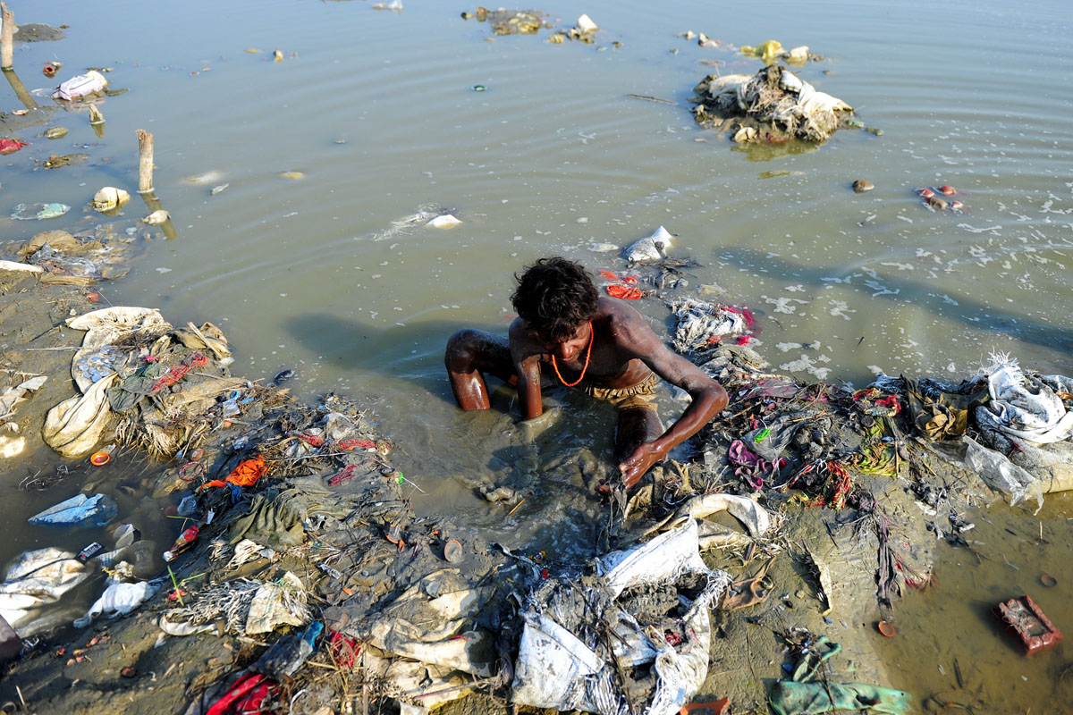 Polluted surroundings and polluted man