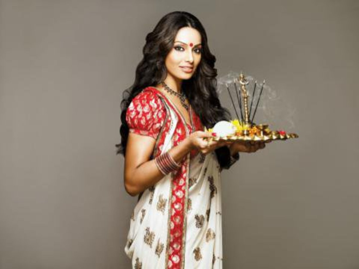 Bipasha Basu in white saree with red paar / border and red katan puffed sleeve saree blouse