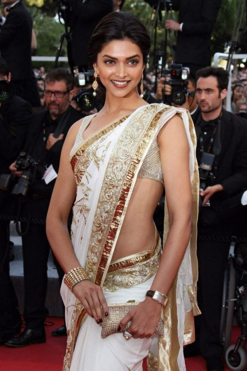 Deepika in too short and tiny saree blouse