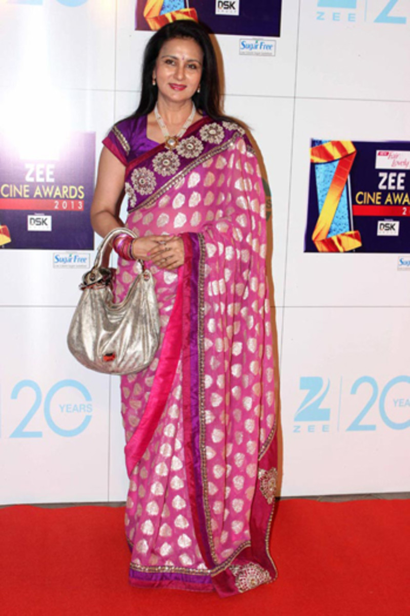 Big Bags with saree ruin the entire look