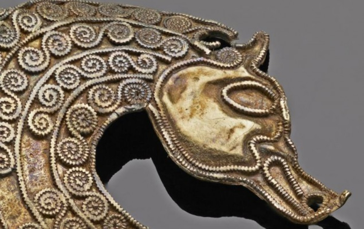 Stylized horse (or seahorse) from the Staffordshire Hoard (public domain).