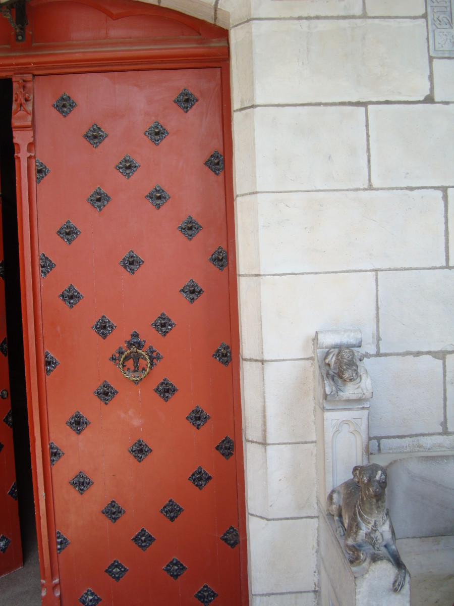 Main door of Abbadia's Observatory castle.  Here we can see the greyhound and a frog carved on the stone.