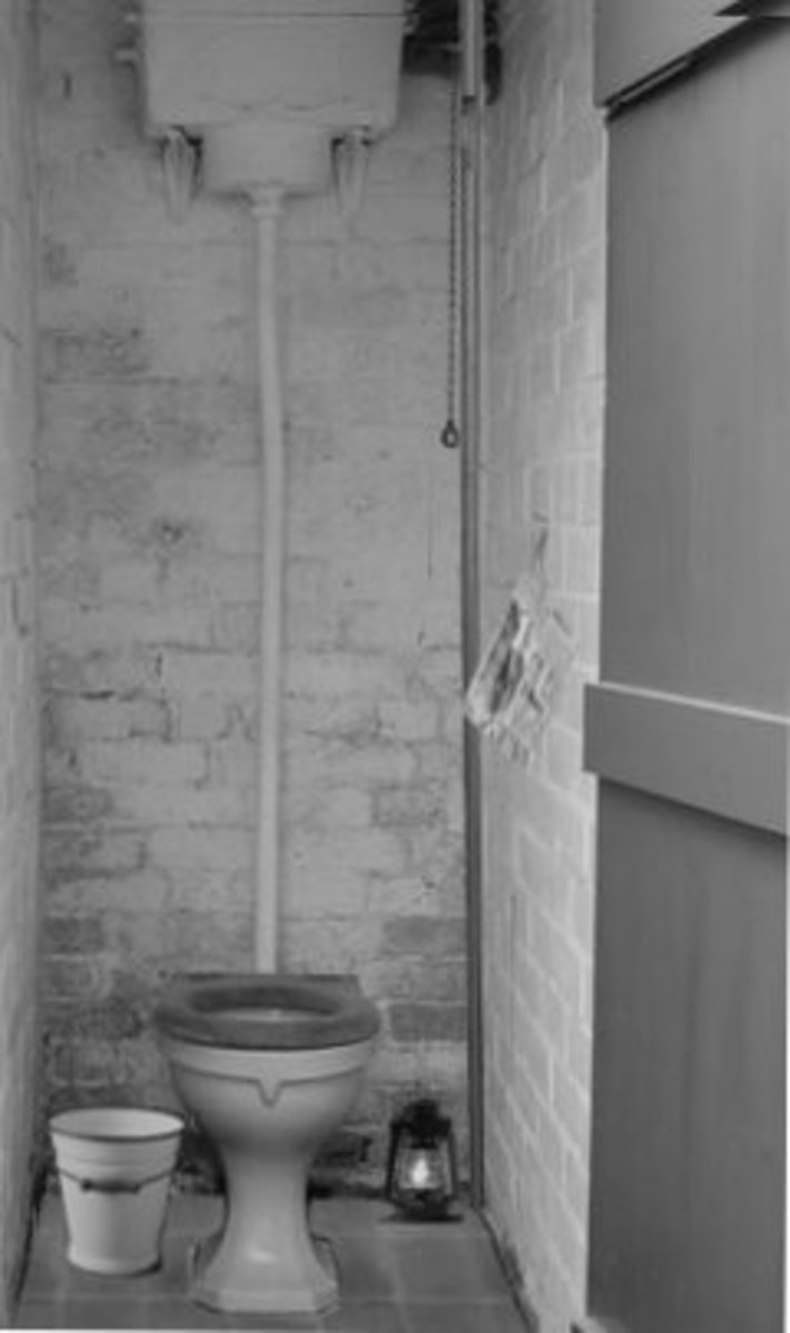 working-class-life-194050s-the-outside-lavvy-and-the-guzunder
