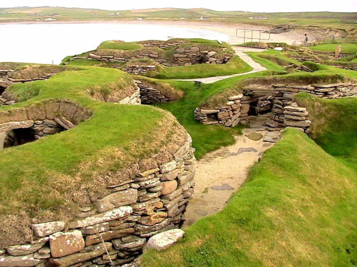 The site at Skara Brae was continuously occupied for around 600 years (about 3100-2500 bc). It provides us with unique evidence of the daily life in the Orkneys in the late Neolithic era.