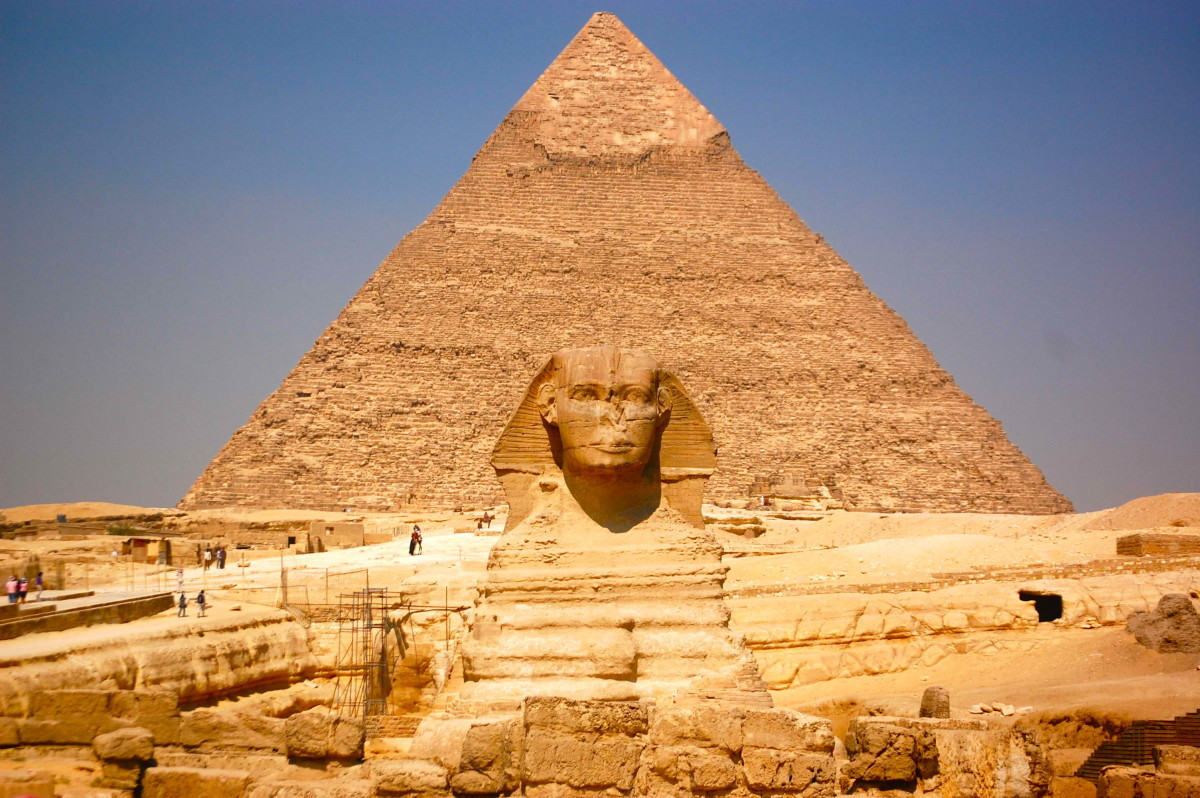 The great pyramid of Giza and the Sphinx