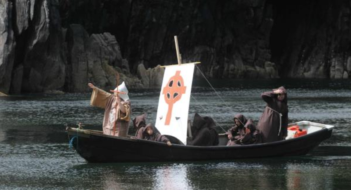 Students of Scoil Baile 'n Fhirtear (Ballyferriter School) recreating St. Brendan's voyage from Brandon Creek in 2010.