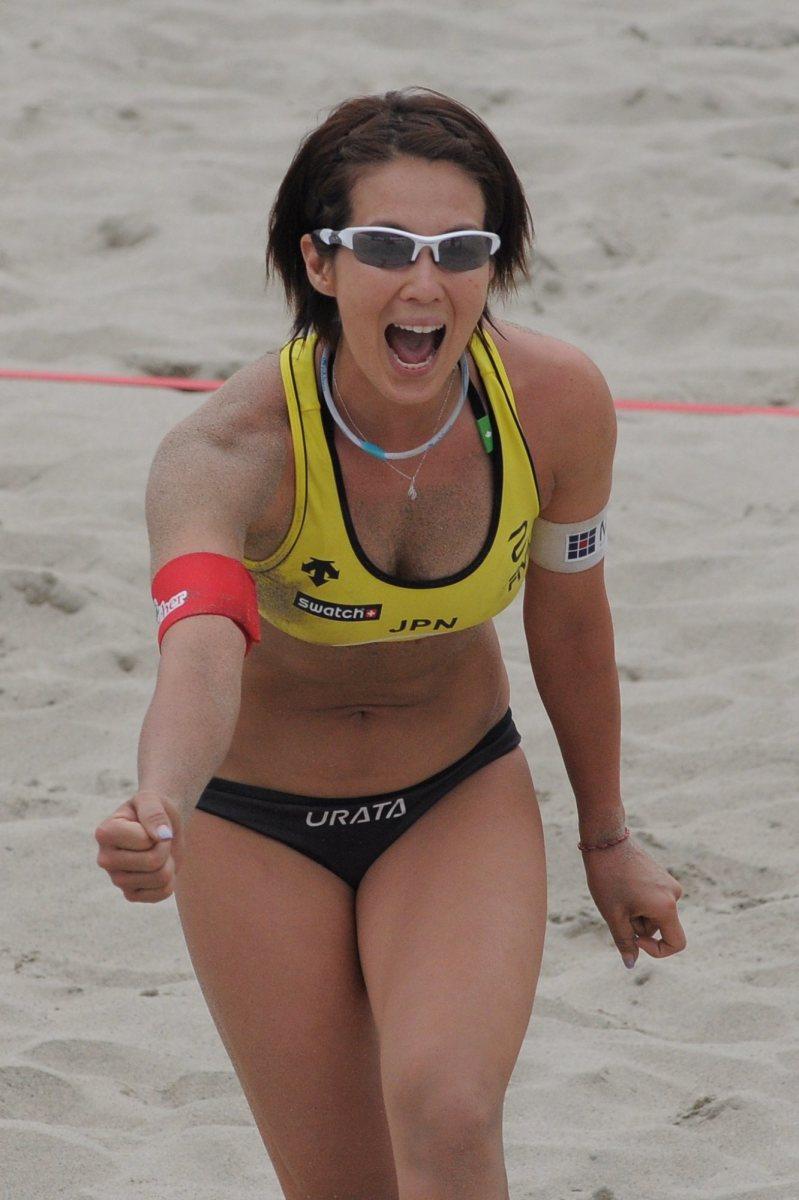Satoko Urata celebrates winning a point.