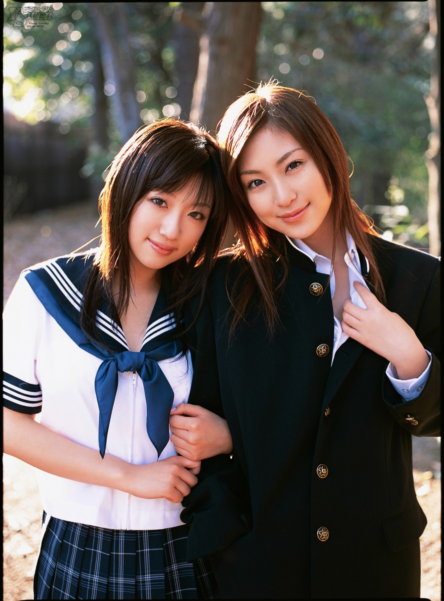 Sayuri Otomo (left) is seen here with cute bikini model and actress Natsuko Tatsumi (right) back in 2006.