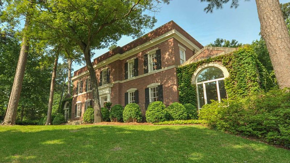 File: 1617 Summit Drive.jpg National Registry of Historic Places  19 May 2014 Ken Owens Photography CC-BY-SA-3.0
