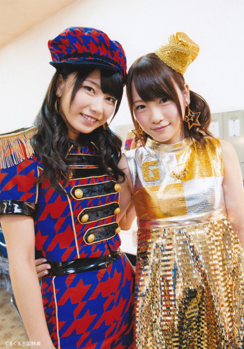 AKB48 member Yui Yokoyama (left) stands here with now former member Rina Kawaei. Yokoyama took over as the General Manager of AKB48 and all of its other groups in March 2016.