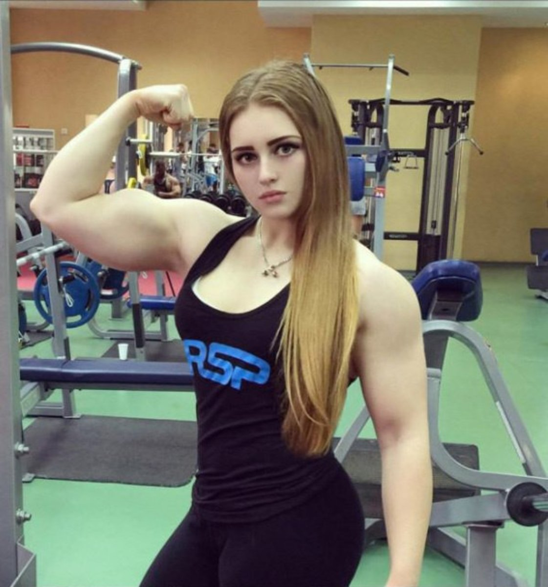 Here is a picture of Julia Vins showing her bicep muscle.