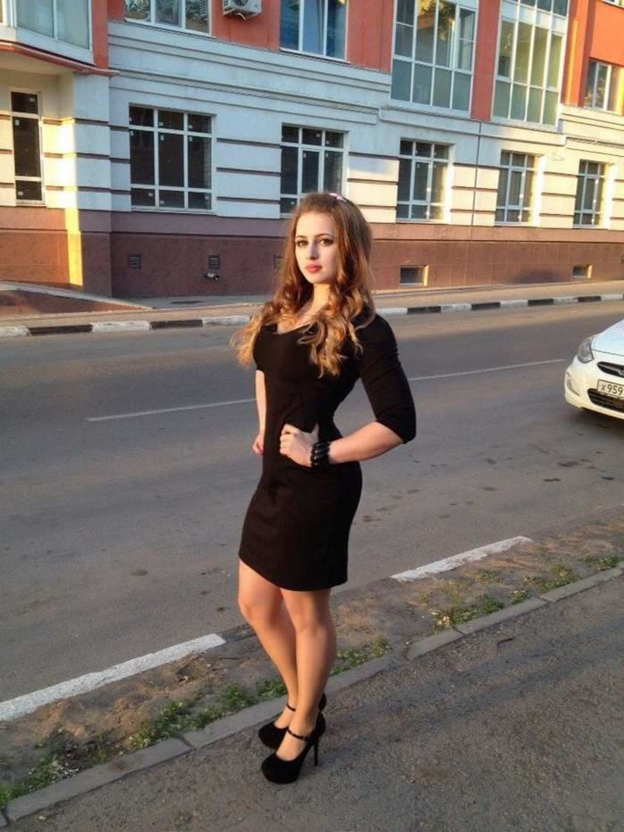 Here is Julia Vins looking great wearing a black dress.