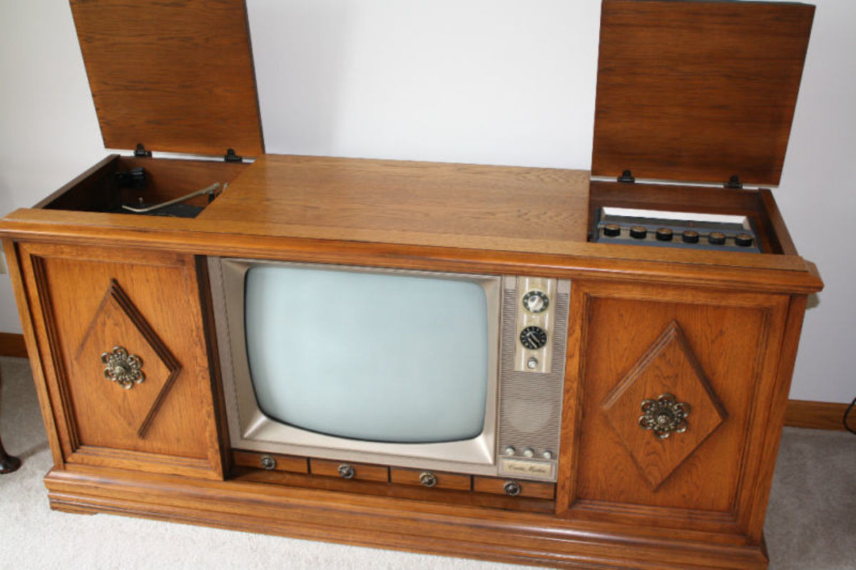 A Beautiful Curtis Mathes three in one color television console from 1967. With a deluxe AM & FM Curtis Mathes Stereo system and turntable. With hand made in Texas speakers and hand rubbed wooden cabinet.