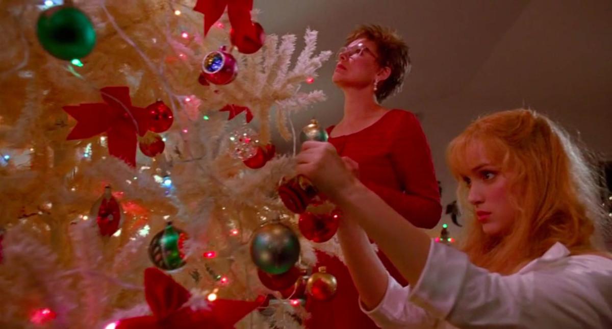 Winona Ryder as Kim Boggs & Dianne Wiest as Peg Boggs, Edward Scissorhands