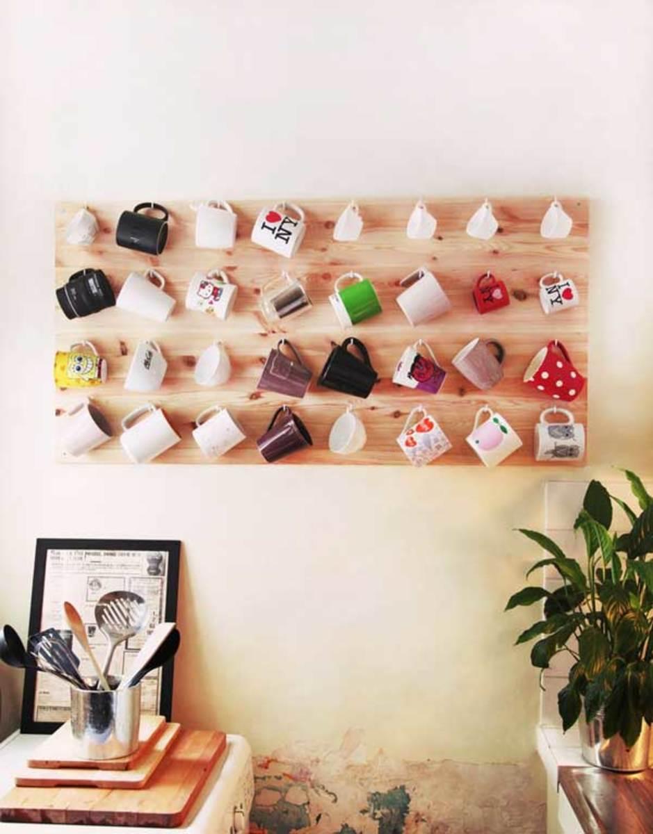 Simple wood coffee mug rack