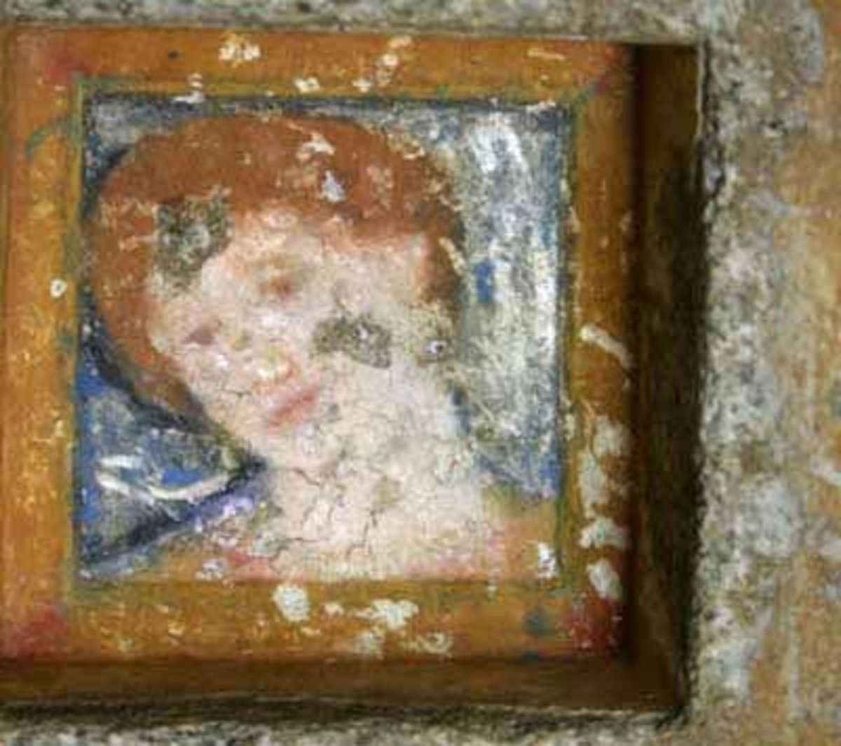 In an Ostrusha tomb near Kazanlik is coffer painting of a Thracian woman