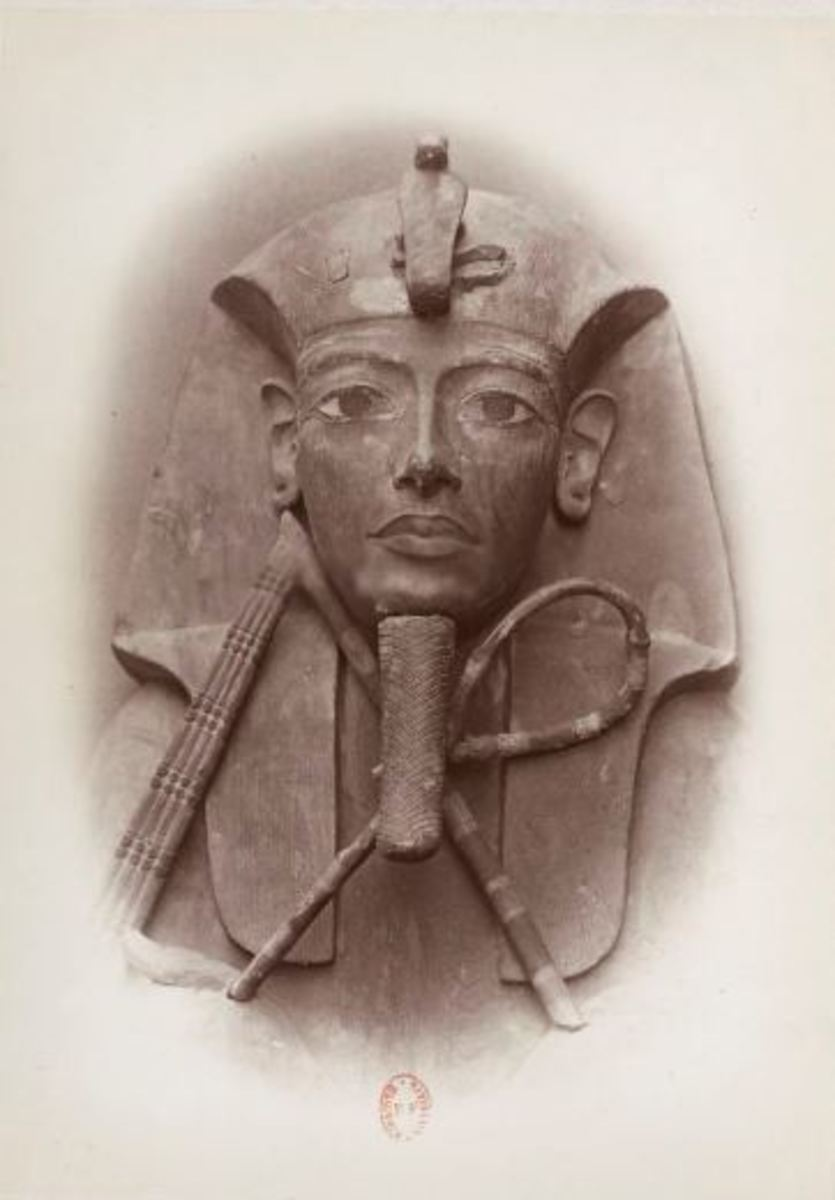 The wooden coffin of Ramesess II, photographed by Emil Brugsch, an assistant of Gaston Maspero. This casket may have originaly belonged to pharaoh Horemheb, and may have switched owners during the reburial proces.