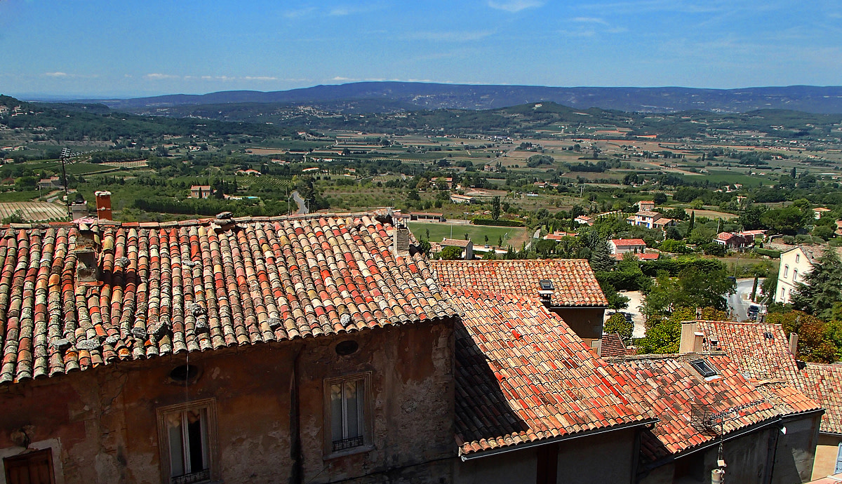 Peaceful southern France countryside.