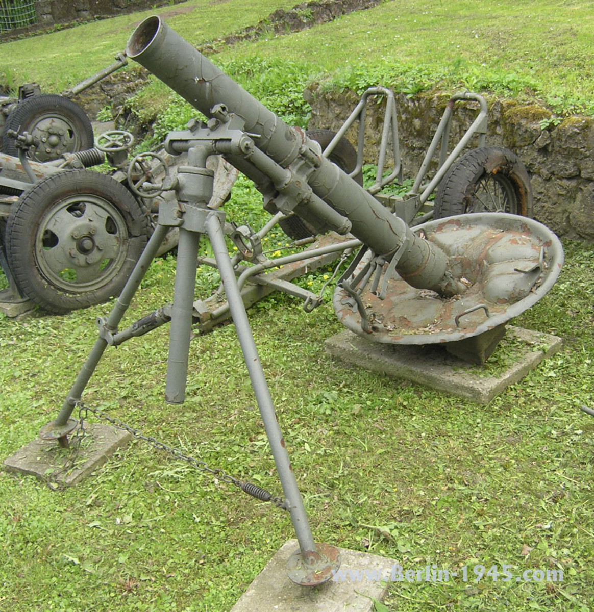 The Soviet M1938 mortar was essentially the same as the French Mortier Brandt de 120mm Modele 1935.