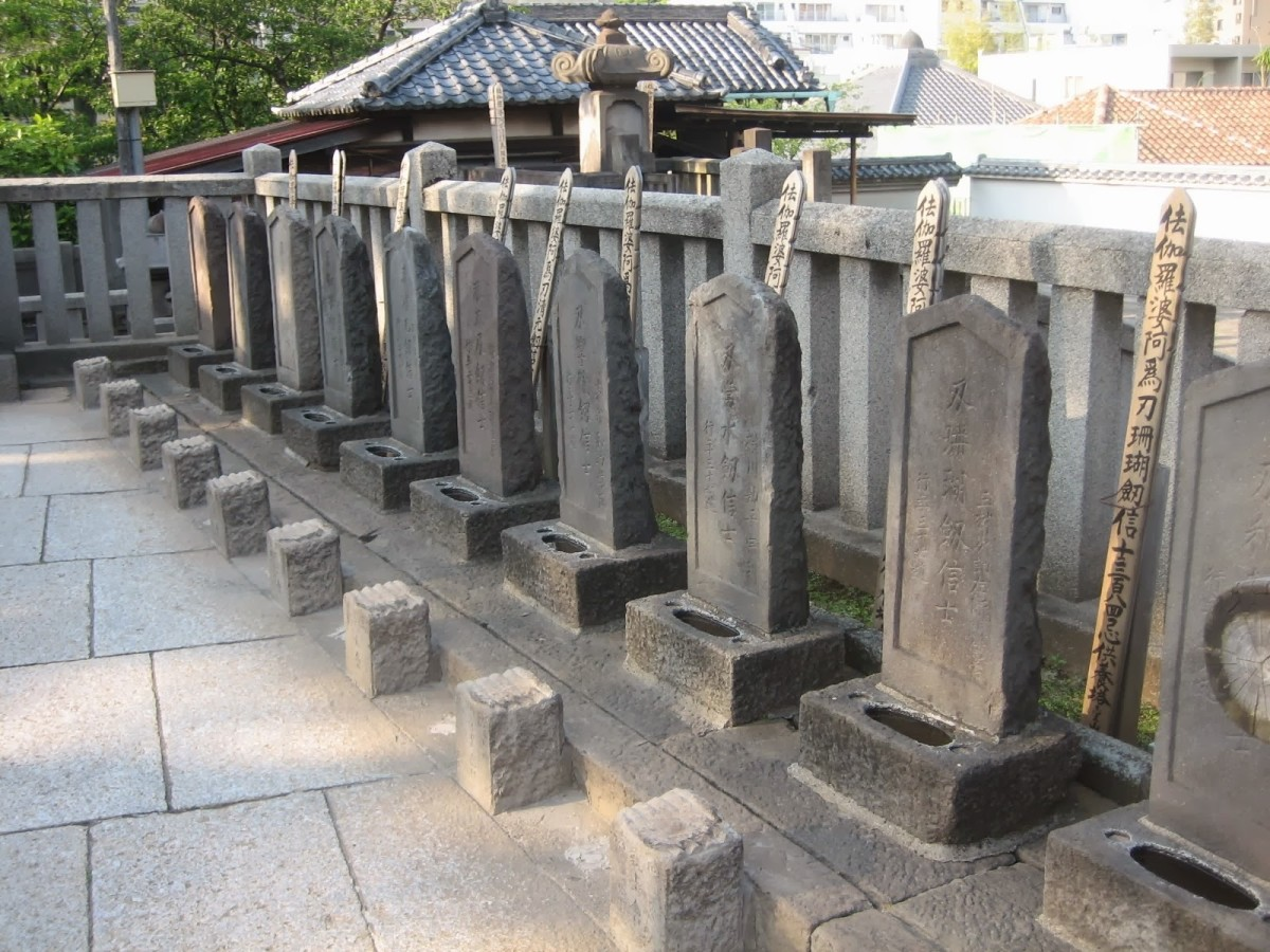 By Mundo Japan.  The graves of the forty seven samurai are next to their lord whom they avenged.  When the act was accomplished and they ended their lives, it was celebrated.  That is a long history to change.