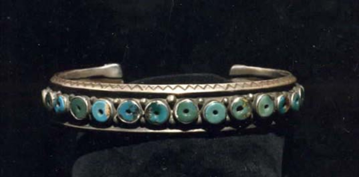 A turquiose bracelet that Forrest left in the treasure chest