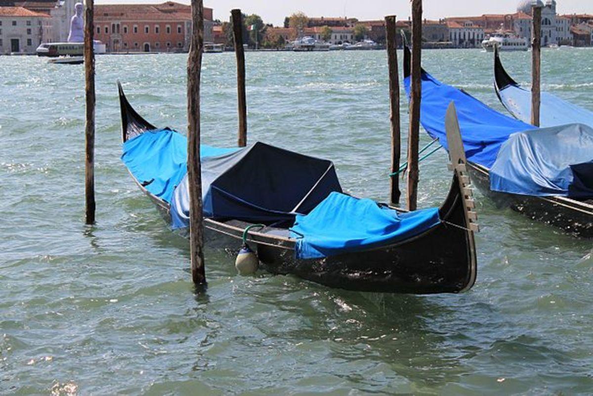 Gondola parking at Riva degli Schiavoni