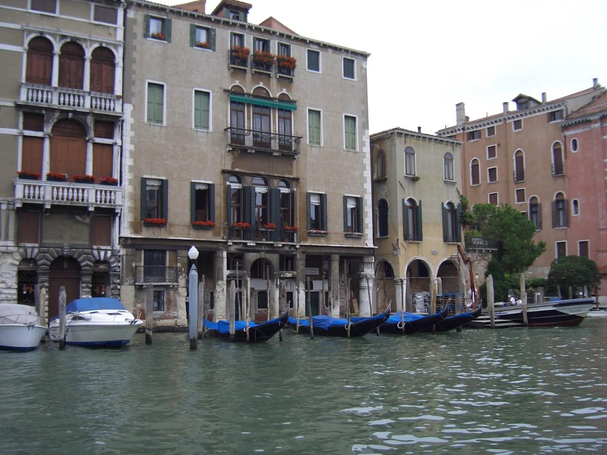 Palazzo Contarini Pisani (Venice)
