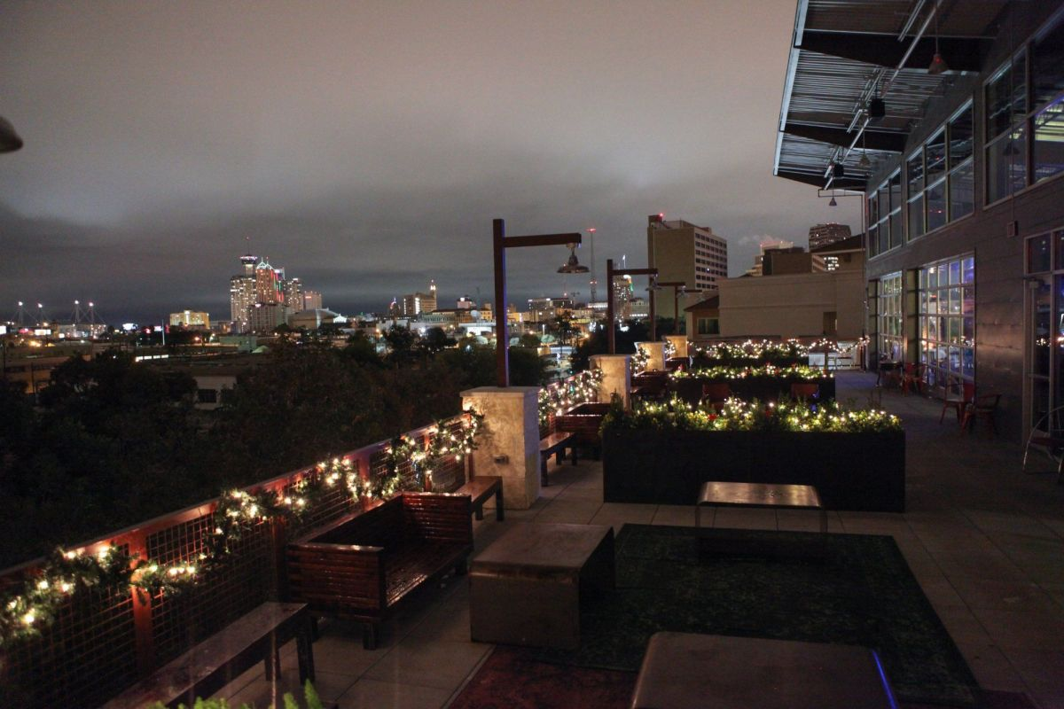 Image of the upscale rooftop bar, Paramour.