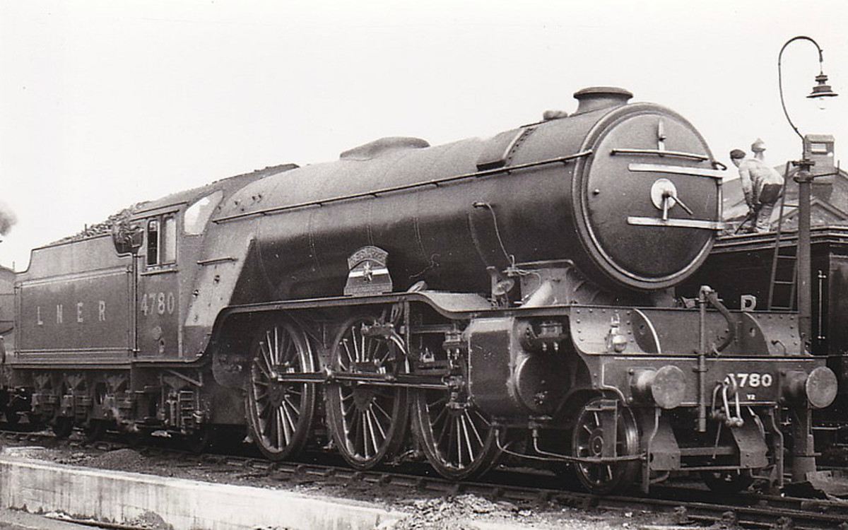 .Gresley's Class V2 2-6-2, dubbed 'the locomotives that won the war'. This was No.4780,'The Snapper - The East Yorkshire Regiment, The Duke of York's Own', one of the few that carried a name,