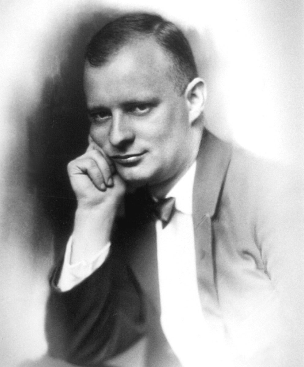 Photograph of Hindemith aged 28.