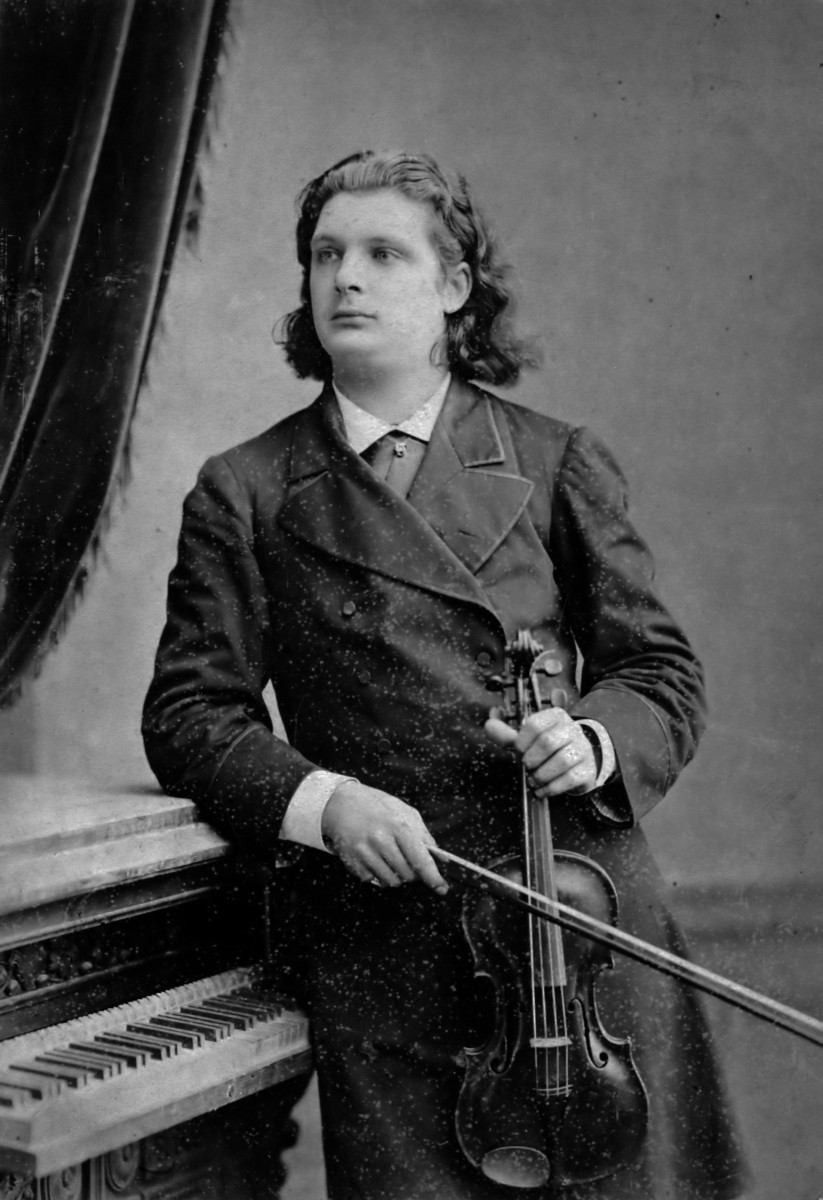 Ysaÿe photographed in 1883 while on tour in Russia.
