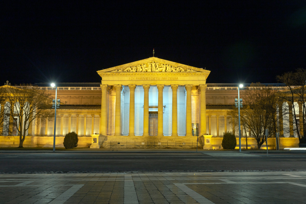 The museum's collection is made up of international art (other than Hungarian), including all periods of European art, and comprises more than 100,000 pieces.