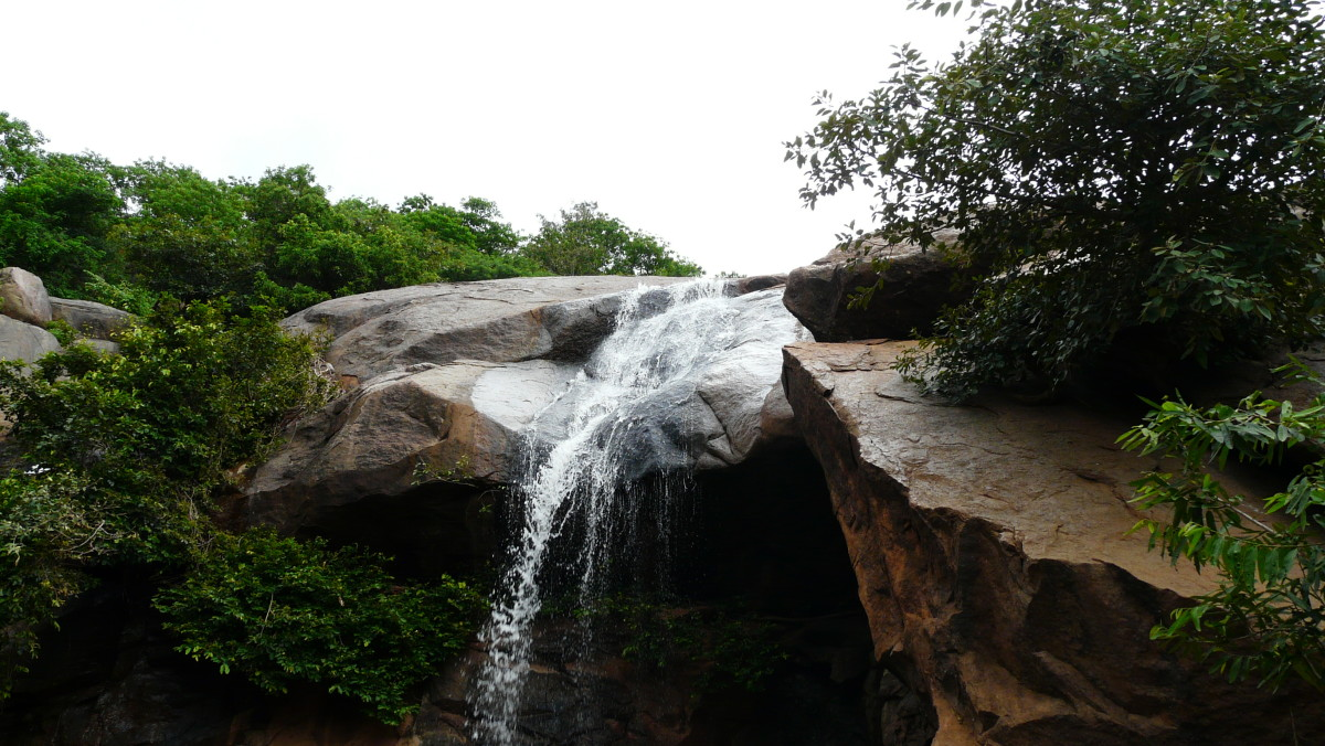 Jalagamparai Waterfalls