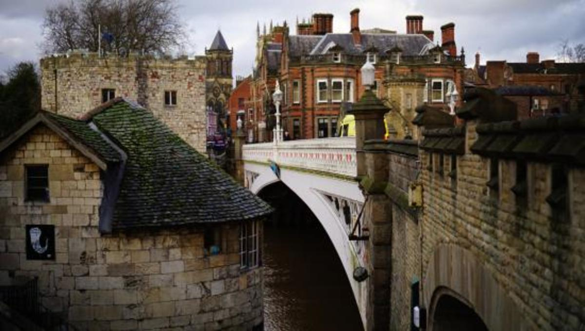 Lendal Bridge has a pair of solid-looking structures, one either end, now cafes that serve hot and cold drinks and snacks...