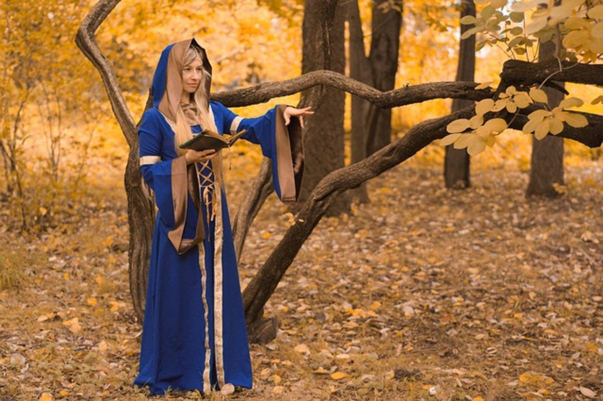 Wiccans generally wear whatever they like. Sometimes that means ritual robes. Sometimes jeans and a sweater. Once in a while, nothing at all!