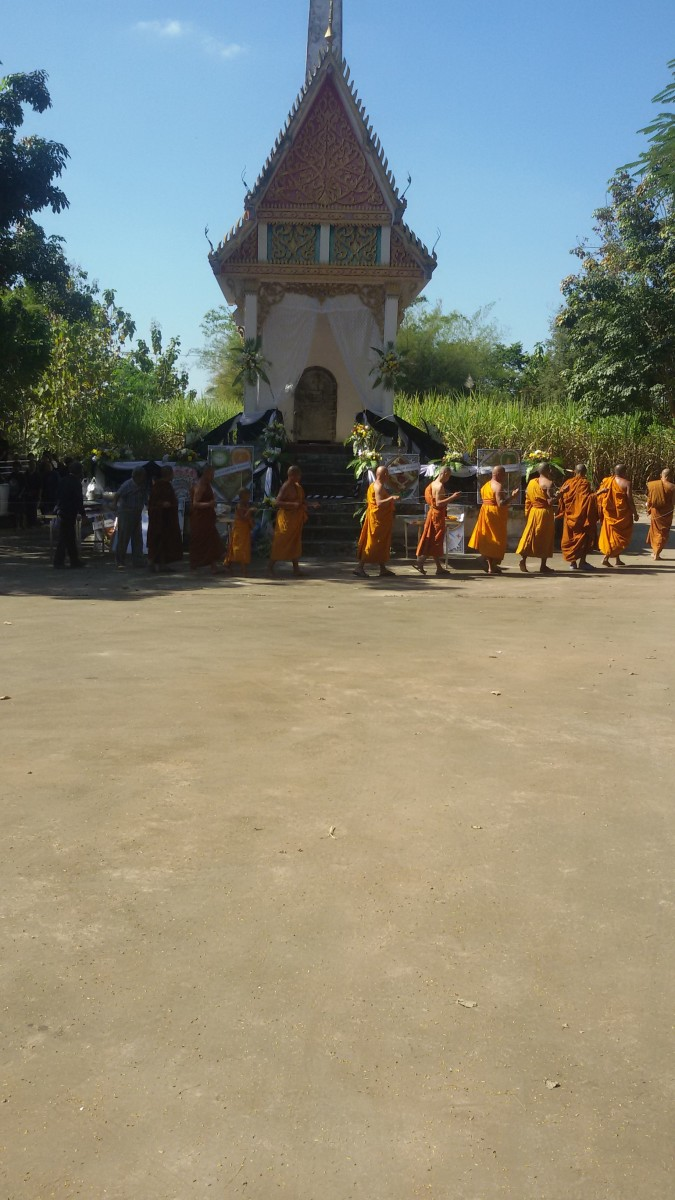 attending-a-buddhist-funeral-and-cremation-ceremony-in-rural-thailand