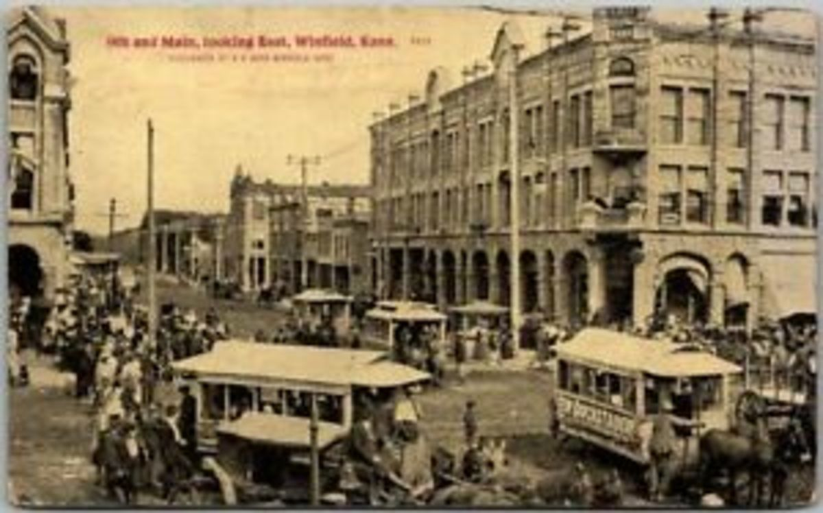 Main and Ninth Streets, Winfield, Kansas in 1913