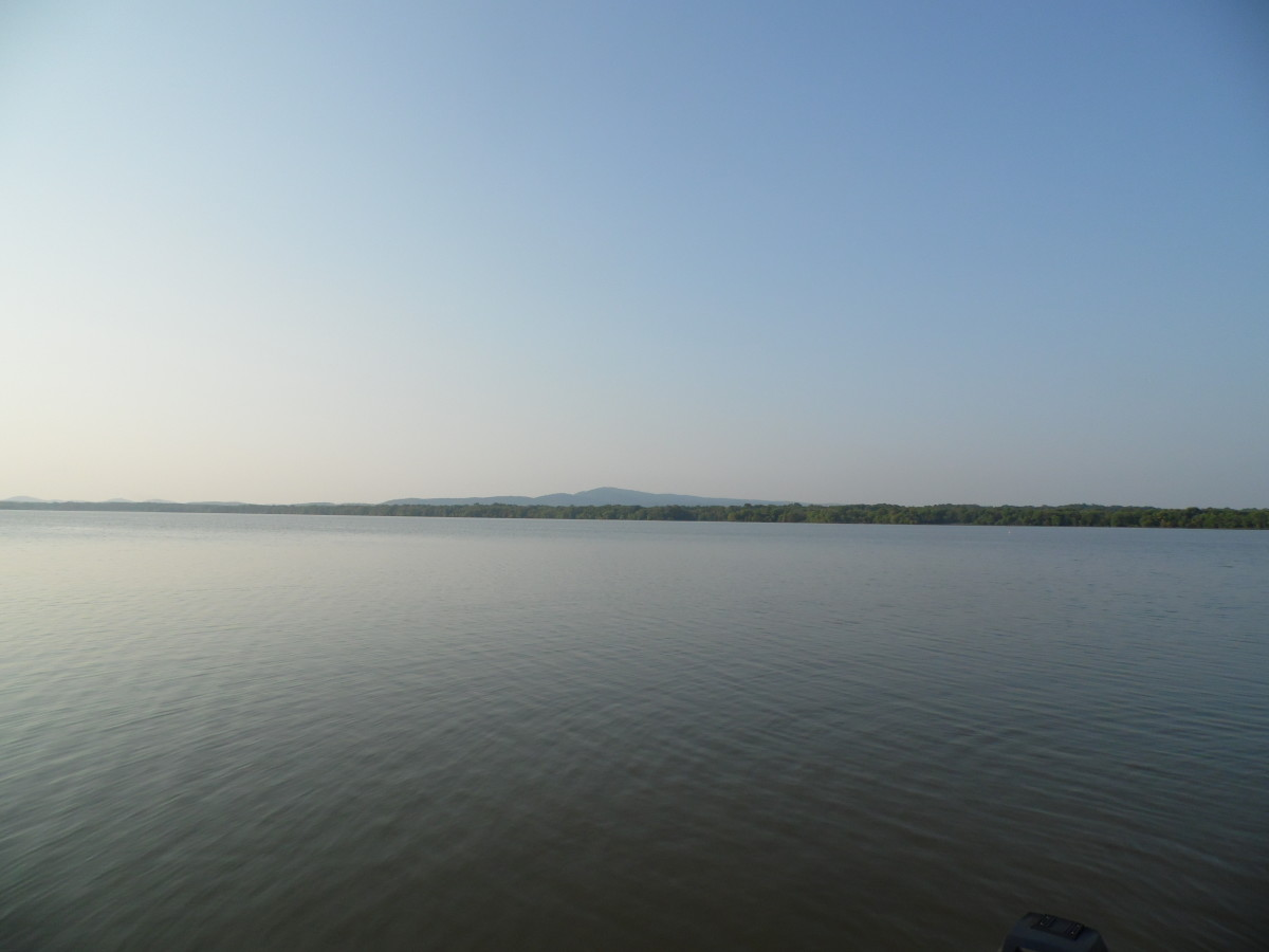 Clear day at Weiss Lake Alabama.