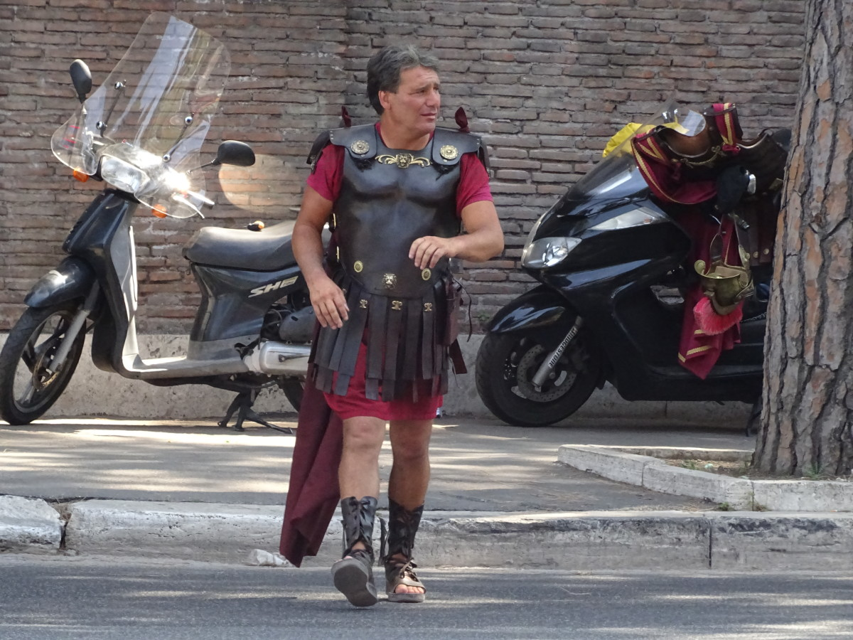 The Romans love their motorbikes and Vespers
