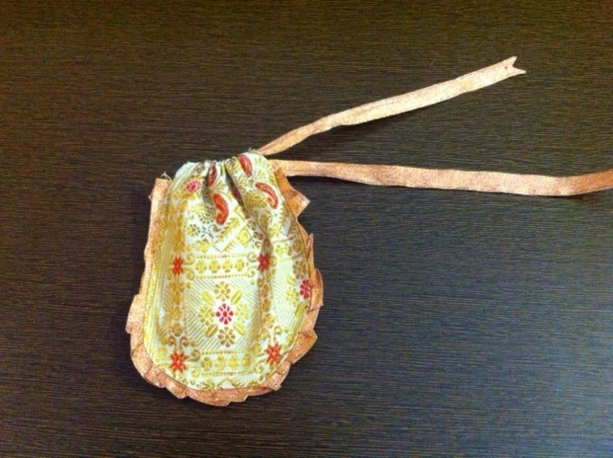 The round shaped silk gift pouch
